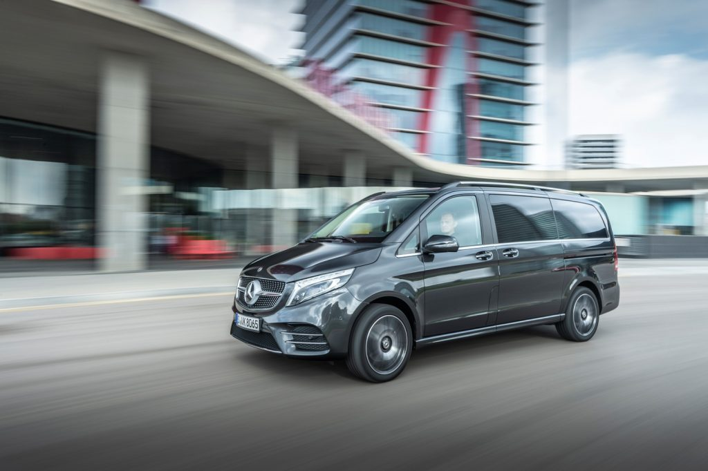 Mercedes benz Minivan clase V para grupos calle velocidad 02